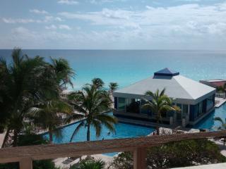 Condo with an ocean view, Cancún