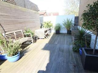 2 bedroom flat with own garden and parking