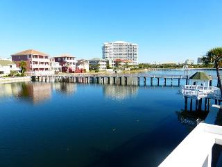 Beautiful 2 Bedroom 2 Bath Townhome!! Very clean unit. Private beach access!!, Destin