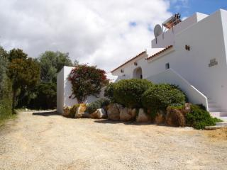 Modern villa in a peaceful location, Santa Barbara de Nexe