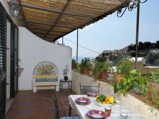 Molly -Spacious and Bright 2 Double Bed- Parking, Positano