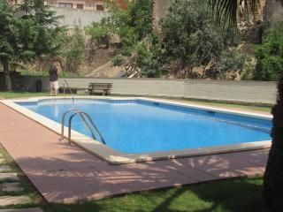 pool apartment for 6 people, Palau-Saverdera
