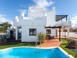 Villa Oliva. Villa de lujo con piscina privada, Corralejo