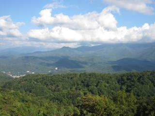 2 Balconies, VIEWS!!!, 2 Pools, Bonus Kids Loft, Gatlinburg