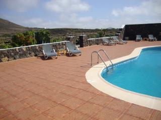 Villa Clara II con piscina y volcán, La Geria
