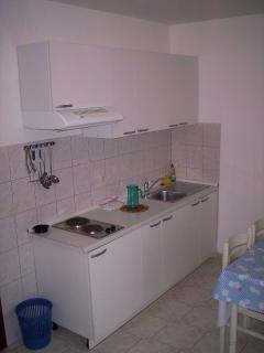 A3(2+2): kitchen