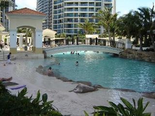 Chevron Renaissance LAST MINUTE 2 Bedroom Aptmnts, Surfers Paradise