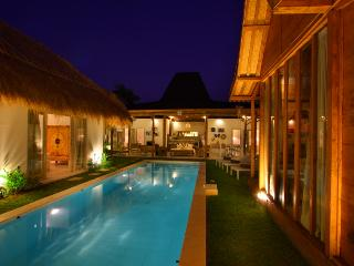 Charming and Relaxing Villa Seminyak Oberoi