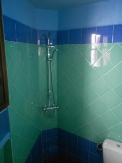 2nd shower room
