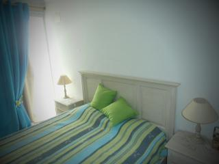 Modern flat ALGARVE - 50 metres from the beach!, Armacao de Pera