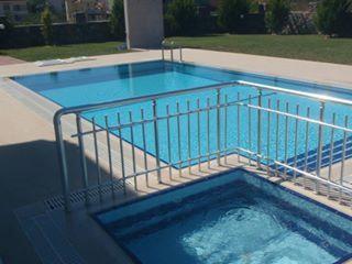Piscina y piscina de bebé