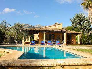 Villa Oreano. Mallorca Villa walkable to the town of Pollensa. Free car included