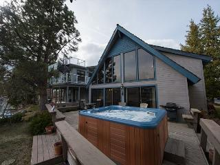 3BR Alpine Lake BrinzerHaus, Private Hot Tub & Boat Dock, Tahoe Keys