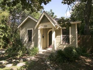 Keasbey Cottage -  2BR/1BA Charming Bungalow w/ Screened Porch, Hyde Park, Austin