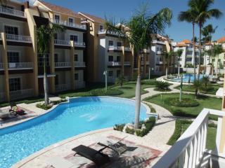 Tropical Estrella del Mar Confortable 2nd floor Condo 2BR/2BA walk to the beach!
