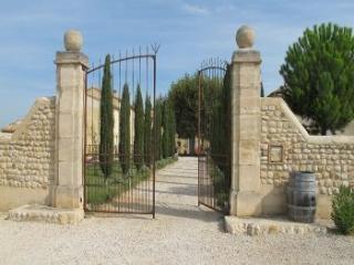 L'entrée du mas de César datant du XVIIIème