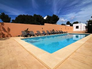Villa Beso | 6 Bedrooms | Walk to San Antonio | Aic Con | Wifi | Private Pool