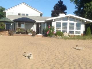 upscale Lake Huron cottage, East Tawas