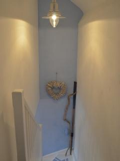 Beach finds decorate the staircase.