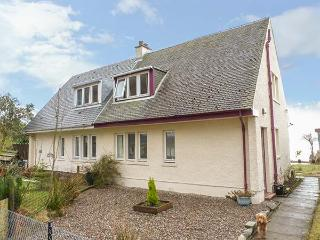 ERRA LOCH, semi-detached, pet-friendly, rear garden down to lochside, near Benderloch, Ref 25878