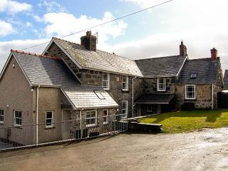 THE FARM HOUSE, detached house with hot tub, woodburner, en-suites, garden, Glan