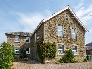 FLAT 1, FRANK LEWIS HOUSE, studio apartment, all ground floor, romantic retreat, walks nearby, in Hay-on-Wye, Ref 916665