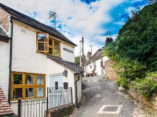 THE LOOKOUT, romantic, elevated, WiFi, en-suite, good views, near Ironbridge, Ref. 917516