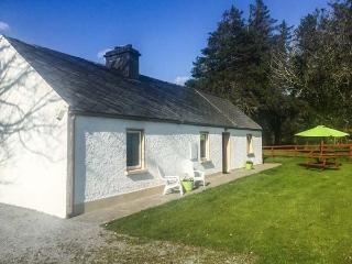 RED DOOR COTTAGE, traditional, single-storey, open fire, lawned garden, near