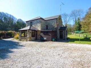 AVALLON, detached, WiFi, pet-friendly, in seven acres of its own land near Penzance, Ref 921178