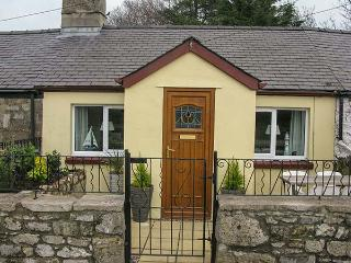 TYN LON COTTAGE, ground floor, open plan,off road parking, Ref 921592, Beaumaris