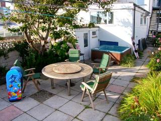 BEACHGETAWAY, pet-friendly, luxury holiday cottage, with a hot tub in, Rhosneigr