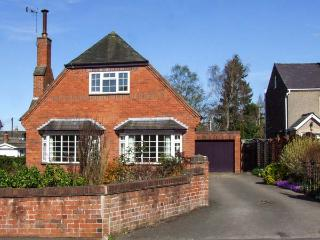 HARRIS HOUSE, comfy cottage near amenities, WiFi, garden, parking, in Ludlow