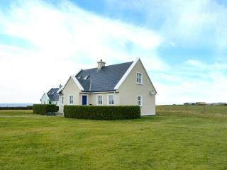 8 LIOS NA SIOGA, en-suites, woodburning stove, balcony, parking, garden, near, Belmullet