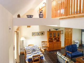 8 LIOS NA SIOGA, en-suites, woodburning stove, balcony, parking, garden, near