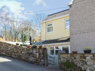 CWMTWRCH COTTAGE family-friendly, woodburner, near Brecon Beacons in Cwmtwrch Ref 922290