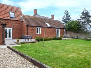THE BARN IVY COTTAGE, open plan, two ground floor bedrooms, WiFi, garden with pa