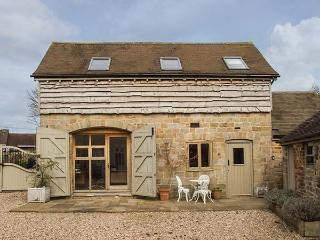 FOXHOLES BARN, pet-friendly conversion in rural setting, WiFi, Farlow, Cleobury Mortimer Ref 922448