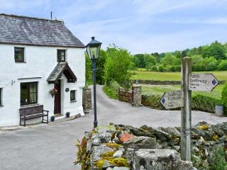 THORNEYFIELD COTTAGE, pet friendly, luxury holiday cottage, with open fire in Bowness & Windermere, Ref 923262, Winster