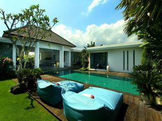 Complex of sophisticated and tropical villas 5BR, Seminyak