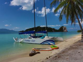 33ft Catamaran for island hopping