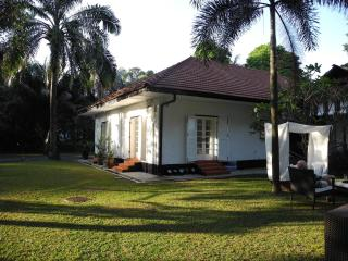 Colonial bungalow with designer interior, Singapur