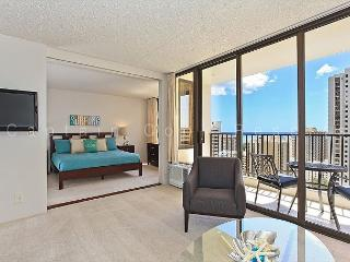 Partial Ocean View, one-bedroom with AC, WiFi, parking, short walk to beach!, Honolulu