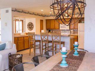 3BR Recently Remodeled Beach House with Ocean Views, Centrally Located, Port Aransas