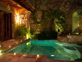 Incredible Estate in the Historic Center!! Sleeps 12!! Unique and Artistic!!, San Miguel de Allende