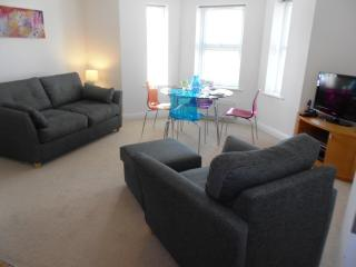 BOURNECOAST: MODERN 2 BEDROOM F/F Flat - FM1516