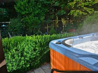 Hot tub – NEAR Ocean-Forest-Castle-Beach 1BR SUITE