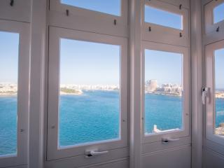 Valletta sea front apartment :) (TCG)