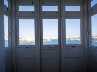 Valletta sea front apartment :) (TCG)