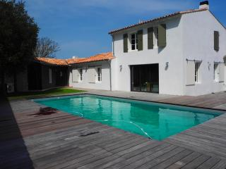 Holiday Home beautifully renovated - now available, Isla de Ré