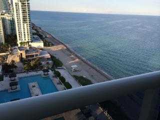 Luxury Ocean/Beach Front Apartment- 5 Star Resort!, Hallandale Beach